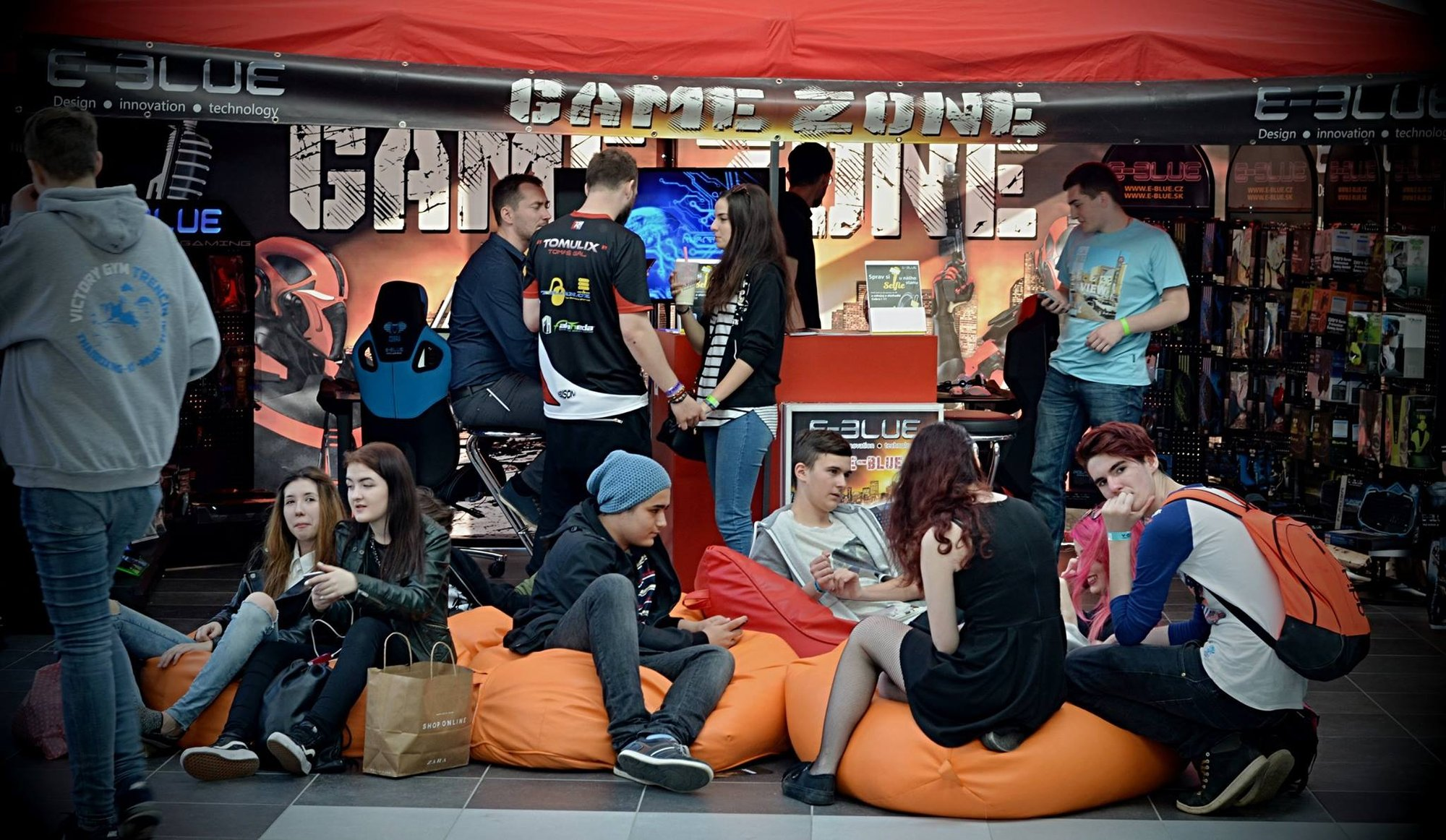 E-Blue Game Zone na Y-Games 2016